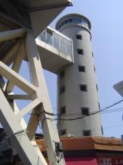 世界初円形エレベーター